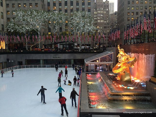 Patinando en Rockefeller Center