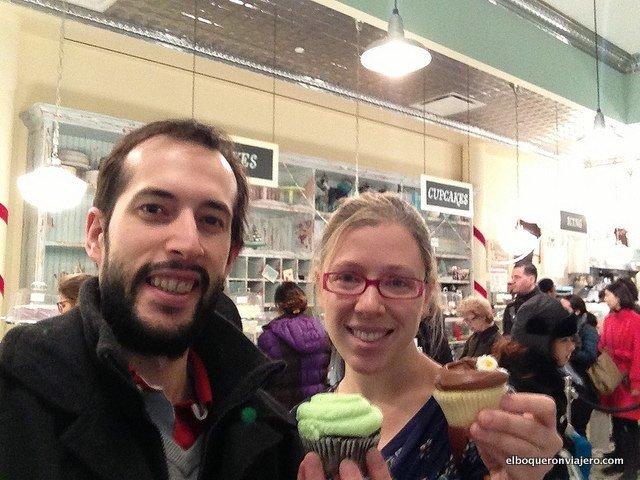 Pedro y Abby en Magnolia Bakery