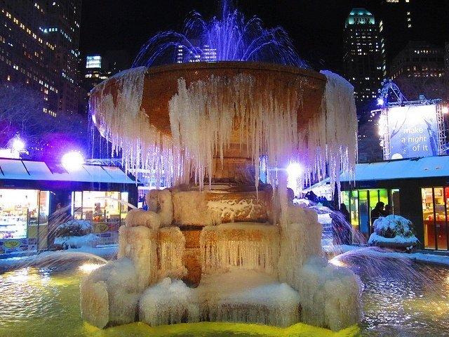 Fuente de Bryant Park helada