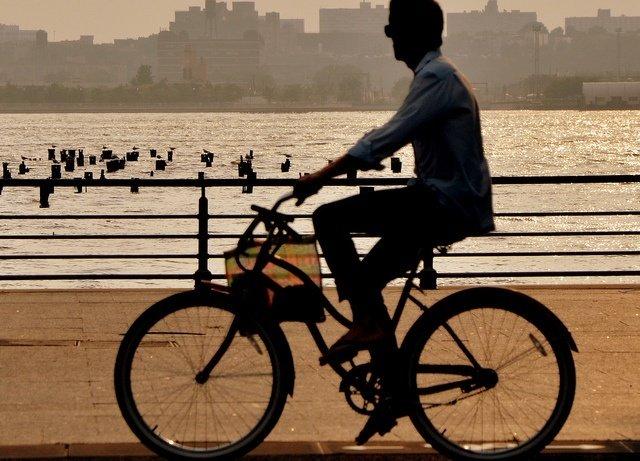 Paseando en bicicleta por Hudson River