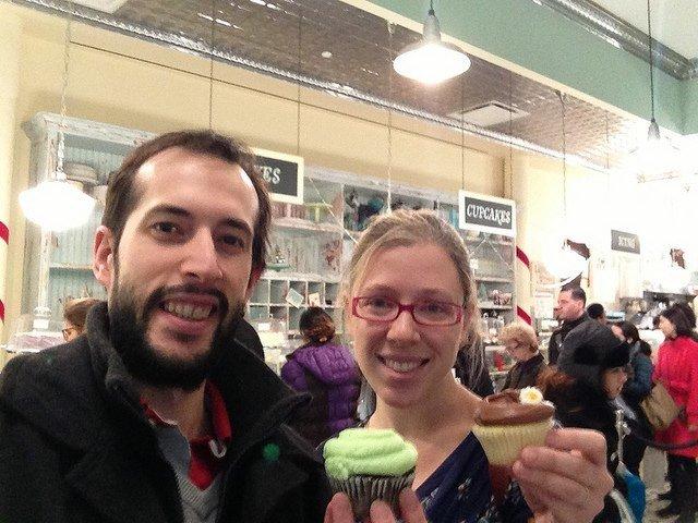 Pedro y Abby en Magnolia Bakery Nueva York