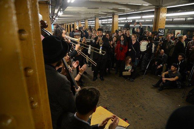 Fiesta en el Metro de Nueva York