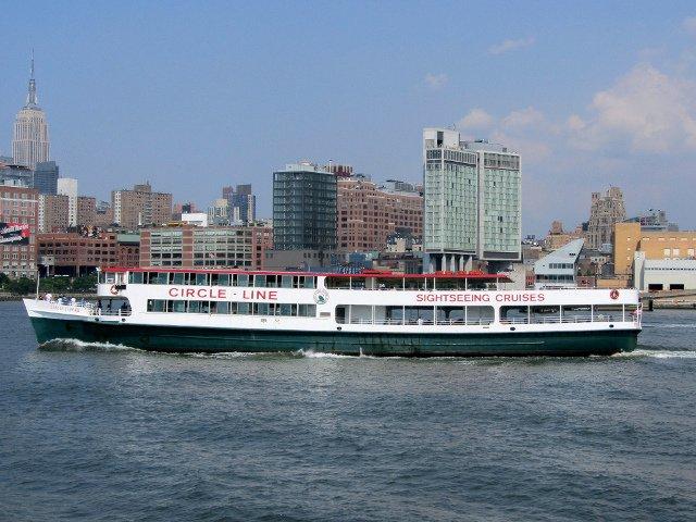 Un paseo en barco por Manhattan es una opción original para Nueva York en la nieve.