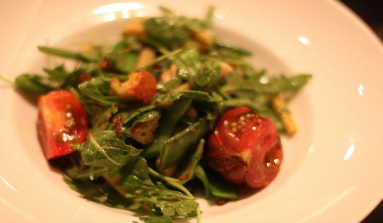 Un entrante de ensalada en el NYC Restaurant Week