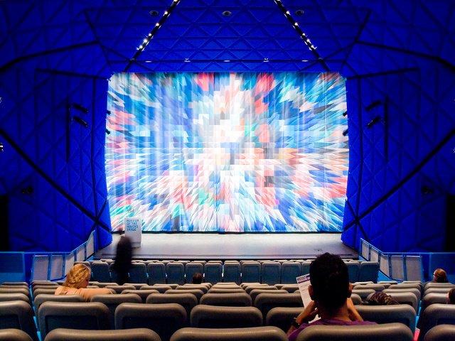 Ir al cine es una buena opción para Nueva York en la nieve.