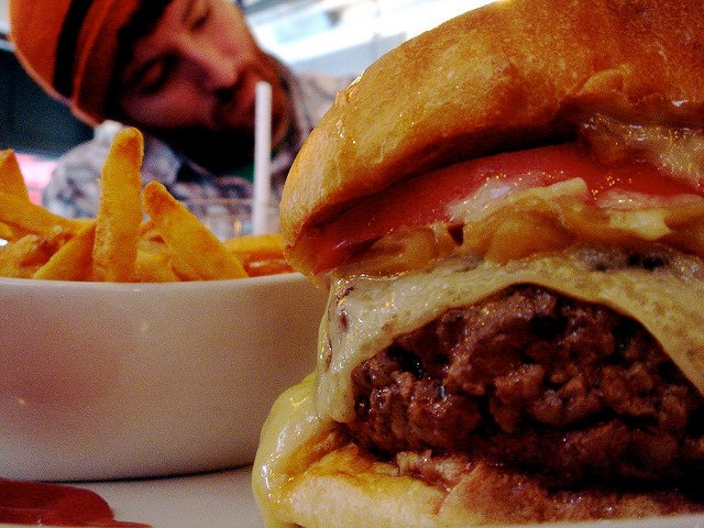 5 Napkin Burger tiene una oferta de Happy Hour que no puedes rechazar esta semana en Nueva York.