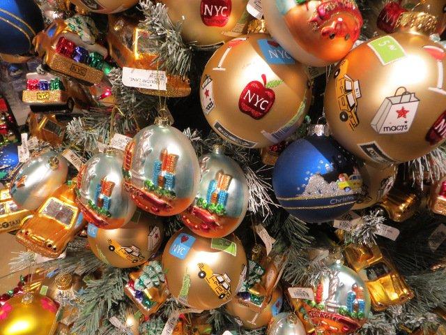 En la tienda Christmas in New York se puede encontrar adornos de árbol como estas. Se encuentra en Little Italy.