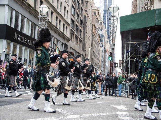 El desfile de San Patricio pasa en Nueva York en marzo