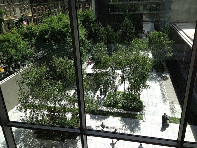 El jardín de esculturas es un buen sitio para descansar cuando visitas el MoMA en Nueva York