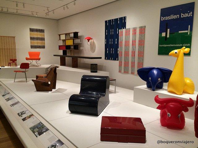 Hay algo para todo el mundo en el MoMA. Por ejemplo, en esta sala se ve muebles modernos.