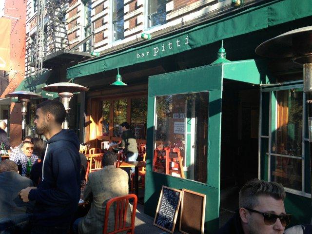 La terraza en Bar Pitti en el West Village de Nueva York