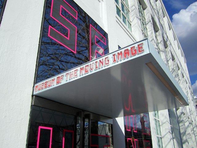Los viernes por la tarde visitar el Museum of the Moving Image es uno de los planes baratos en Nueva York.