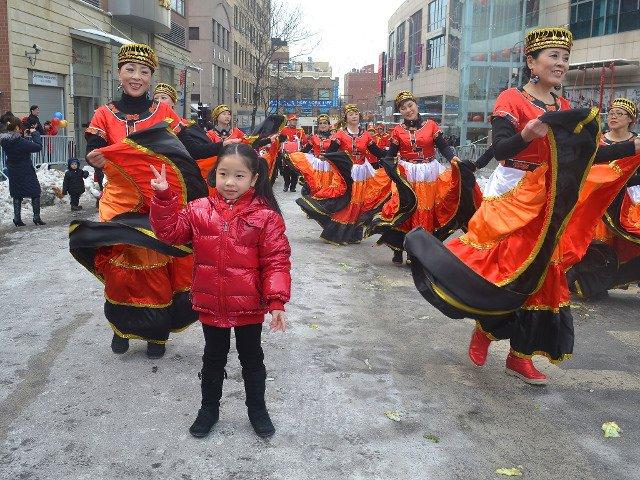 Bailarinas en el desfile de Año Nuevo Chino en Flushing, Queens.