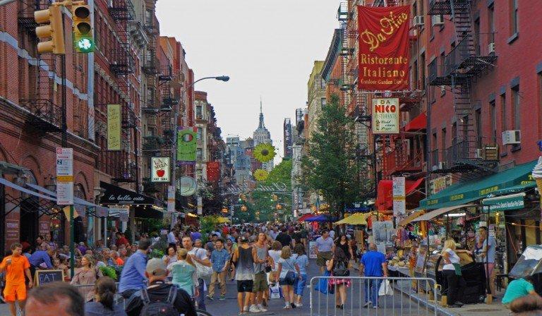 Las calles de Little Italy durante un festival en Nueva York