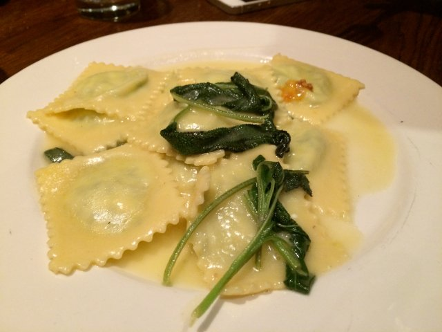 Raviolis en Bar Pitti en el West Village de Nueva York