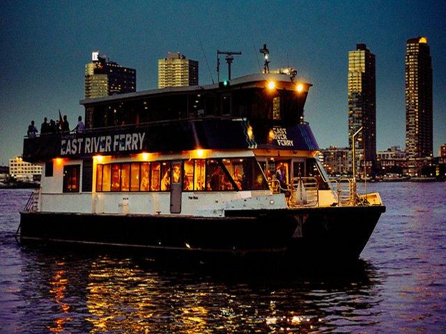 Un paseo en el Ferry es otro de los planes baratos en Nueva York.