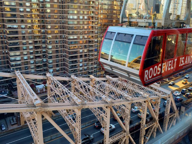 Un viaje en el tramvia de Roosevelt Island es otro de los planes baratos en Nueva York.