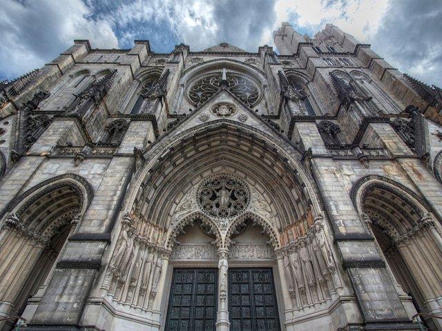 Otro de los planes baratos en Nueva York es visitar la catedral de San Juan el Divino.