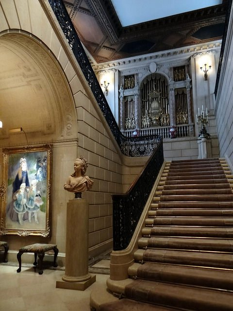 La gran escalera en The Frick Collection en Nueva York