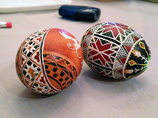Se puede participar en un taller para aprender a hacer huevos ucranianos en Semana Santa en Nueva York