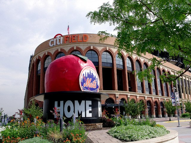 CitiField Estadio de los Mets. Ir a un partido de béisbol es algo divertido que hacer en Nueva York en primavera.