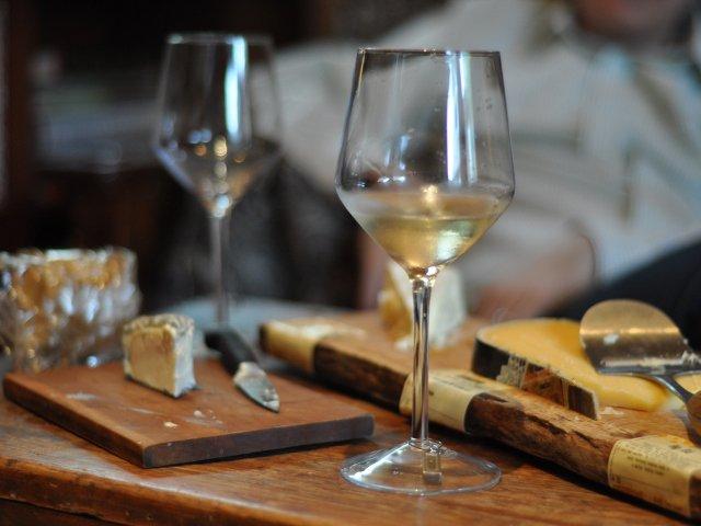 Esta semana en Nueva York se puede disfrutar de una cata de vino y queso en un crucero