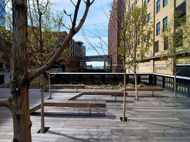 Un paseo en el High Line es una buena idea de que hacer en Nueva York en primavera