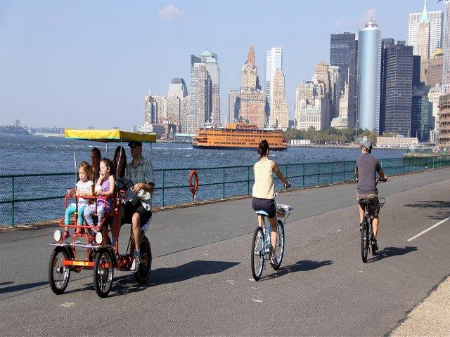 Una buena idea si visitas Nueva York en primavera es montar en bicicleta en Governor's Island
