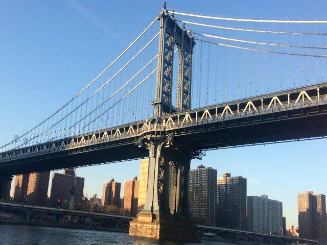 Puente de Manhattan desde el Classic Harbor Line Jazz Cruise