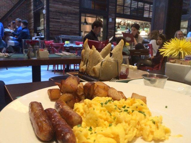 Desayuno en Fabrik el restaurante del Hotel Archer