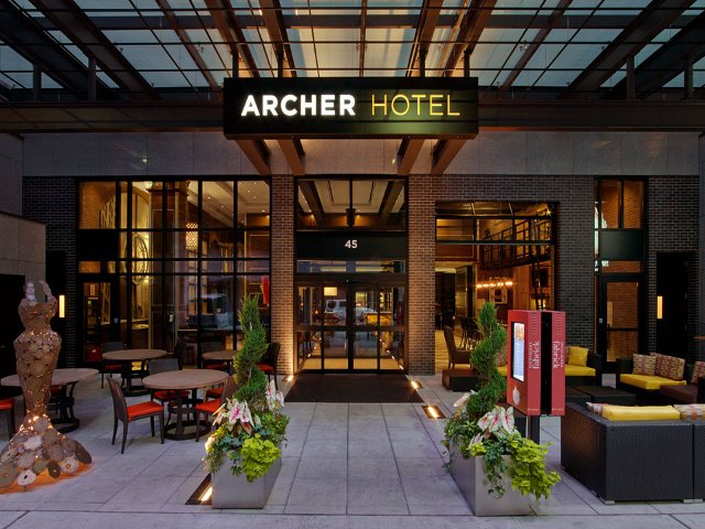 Patio Entrada del Archer Hotel New York