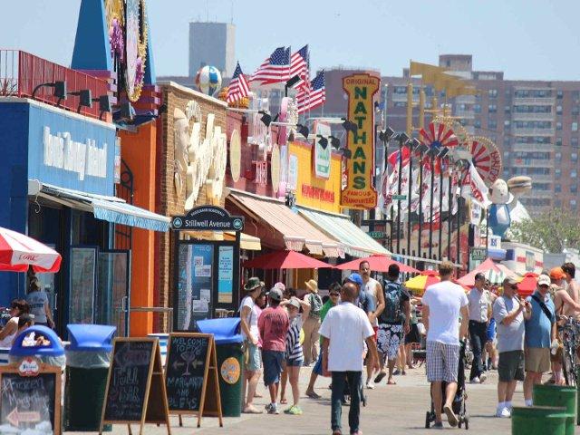 Visita Coney Island en Nueva York en julio