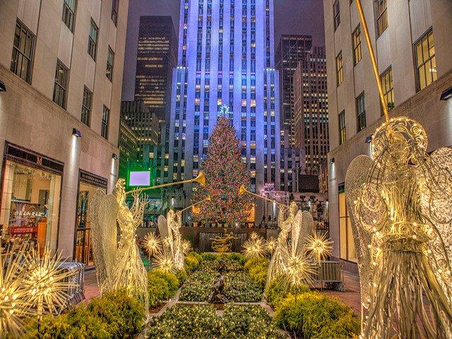 Esta semana en Nueva York es el alumbramiento del árbol navideño en Rockefeller center