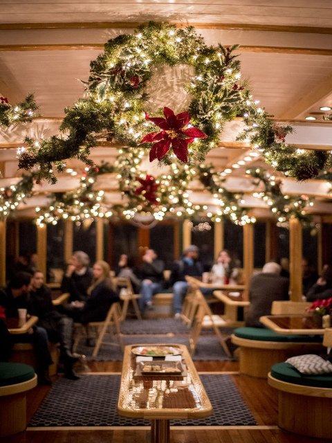 Interior crucero navideño en Nueva York