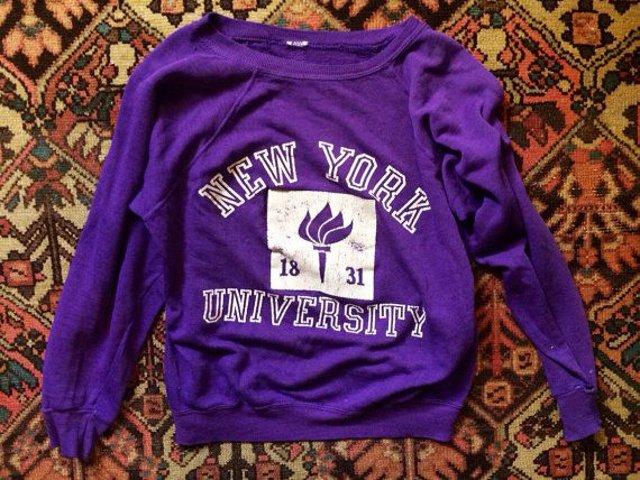 Un regalo de Nueva York puede ser una sudadera de las universidades