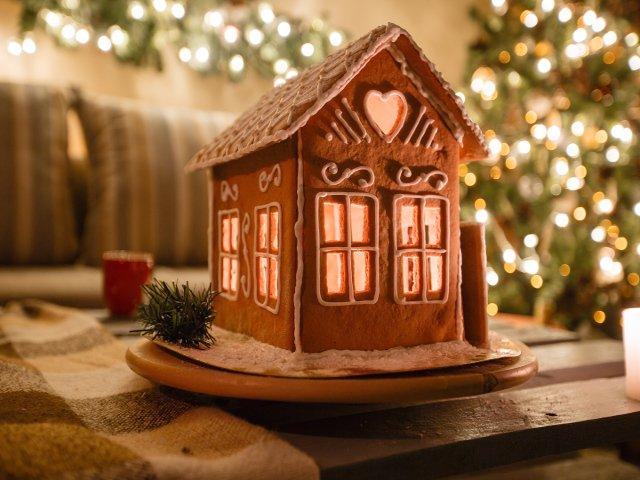 Una comida típica en navidad en Nueva York es la casa de galleta de jengibre
