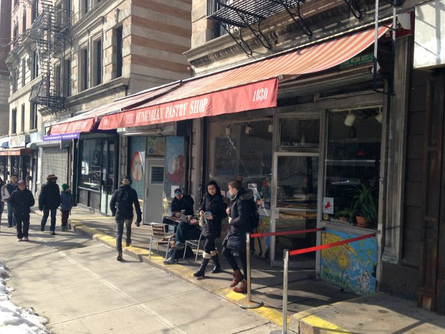 Esta semana en Nueva York puedes cantar villancicos en el Hungarian Pastry Shop