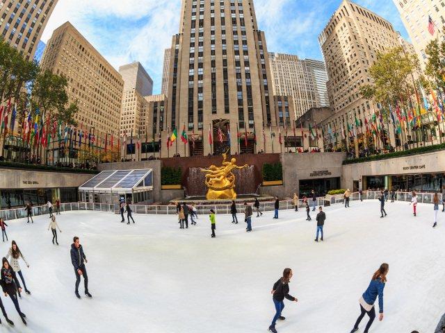 Patinando en Rockefeller Center para celebrar San Valentín en Nueva York
