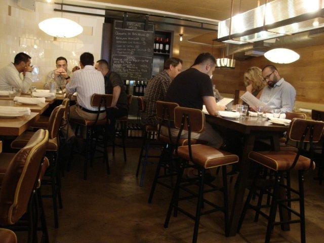 Comedor con gente en Restaurante La Boqueria Flatiron Nueva York