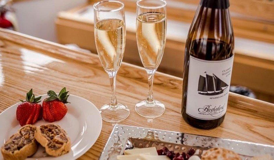 Crucero San Valentín con champán y fresas con chocolate