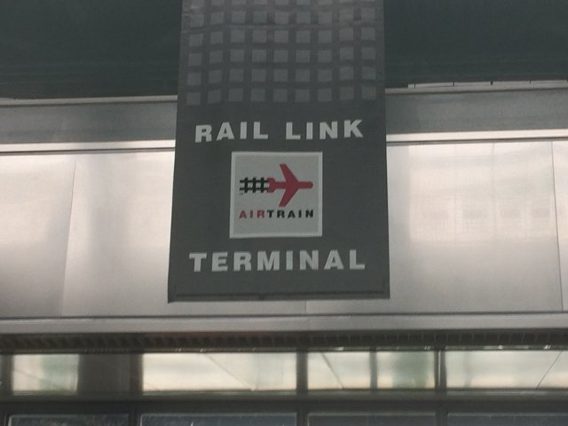 12 Parada de Rail Link Air Train Aeropuerto de Newark