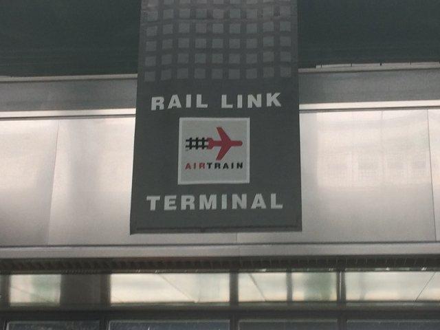 12 Parada de Rail Link Air Train Aeropuerto de Newark