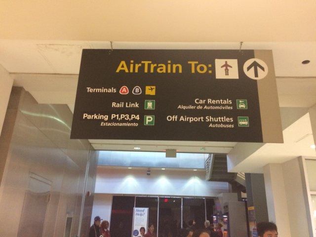 2 Cartel para Air Train y Rail Link