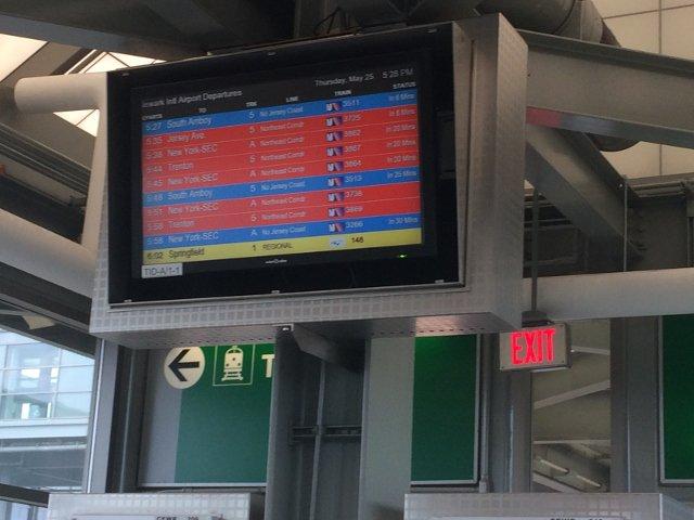 20 Esperando los trenes en el Aeropuerto de Newark