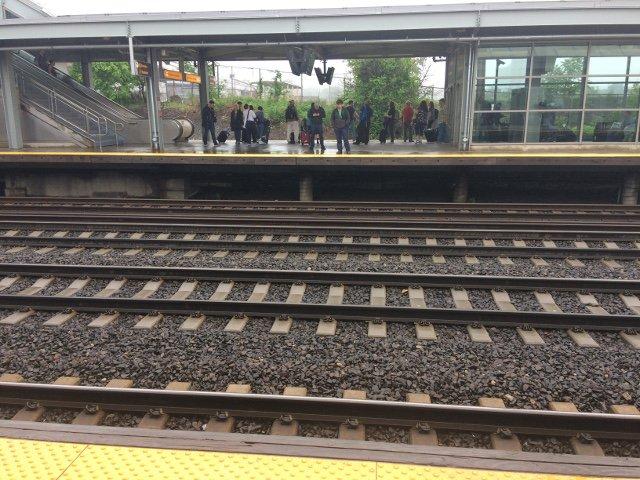 22 Esperando los trenes en el Aeropuerto de Newark