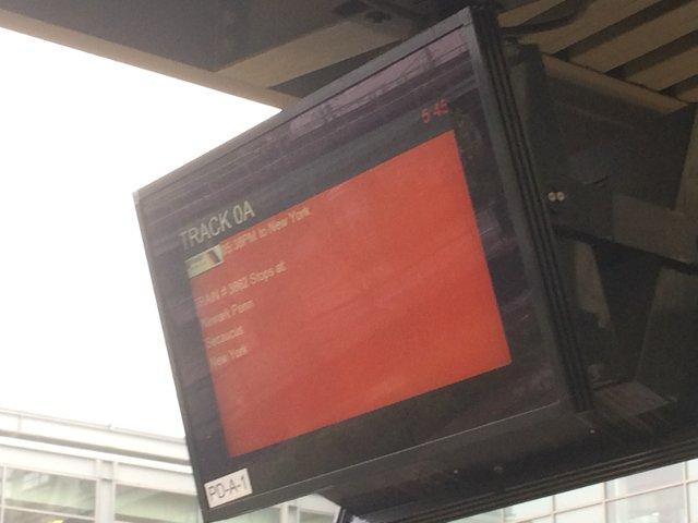 23 Esperando los trenes en el Aeropuerto de Newark