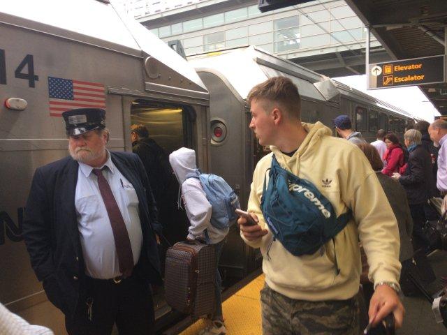 24 Llegada del tren en el Aeropuerto de Newark