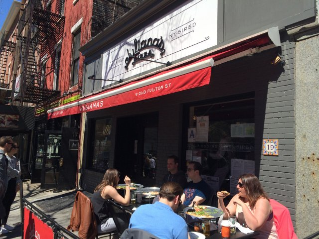 Terraza exterior de Juliana's Pizza Brooklyn
