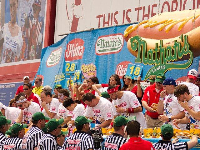 Concurso de Nathan's Hot Dogs esta semana en Nueva York