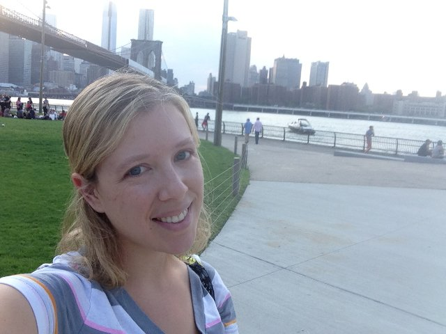 Abby en Brooklyn Bridge Park Nueva York